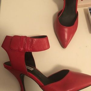 Red Steve Madden pumps with ankle strap Size 7.5
